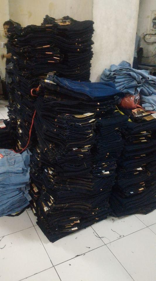 proses packing konveksi celana jeans bandung