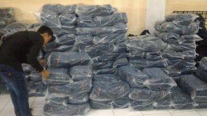 proses penghitungan dan packing selesai konveksi celana jeans bandung