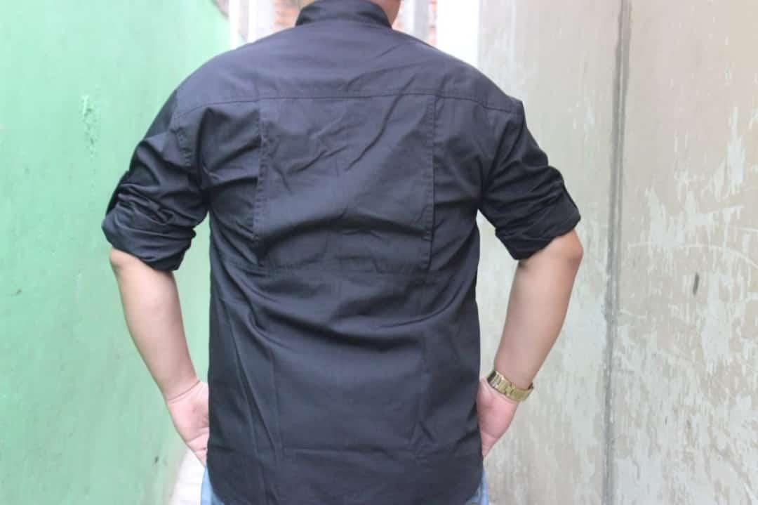 produksi kemeja tactical bahan ripstok warna hitam yang sangat digemari sama kaum milenial karena teksturnya yang sangat nyaman untuk dipakai kerja diluar lapangan.
