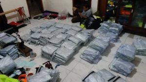 proses packing jas hujan bening bahan pvc untuk PMII SURABYA. WA 0858 6083 2281