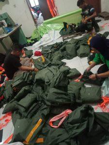 Proses packing jas hujan satpol pp purwakarta