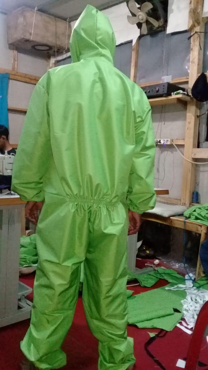 Konveksi baju APD/Hazmat bahan ZN warna hijau melon bagian belakang